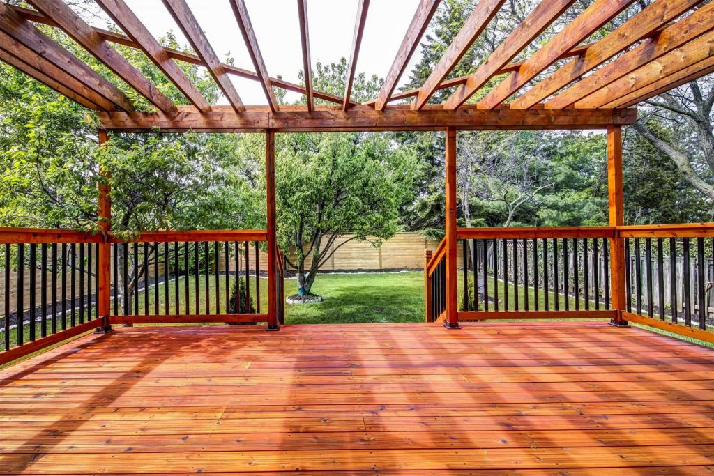 Custom Deck in The Backyard - Custom Homes Toronto