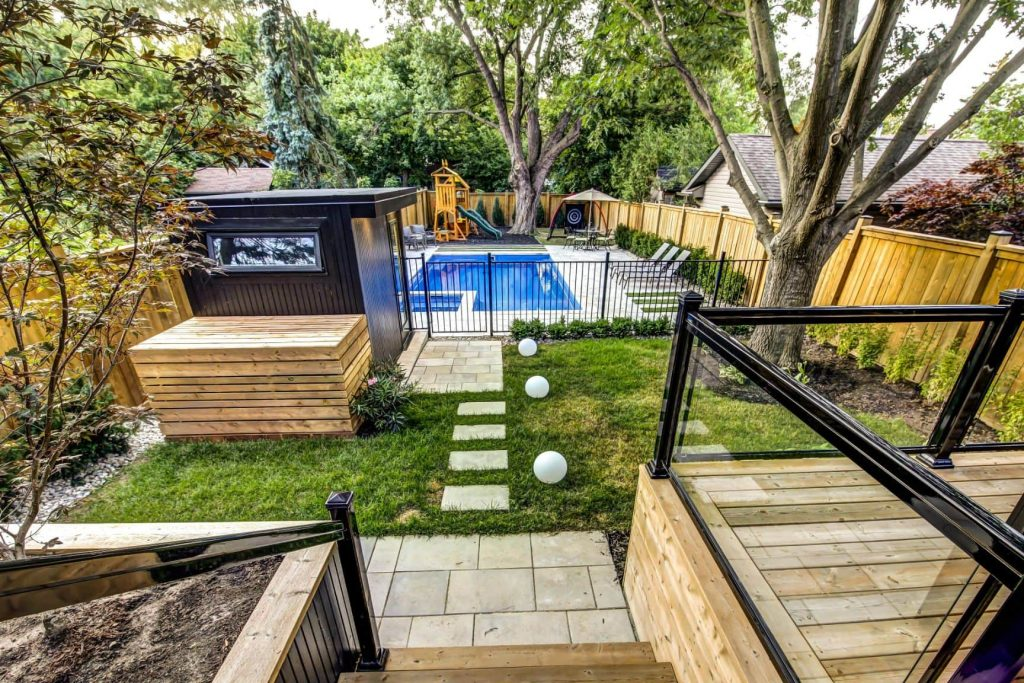 amazing-backyard-with-swimming-pool-luxury-home-builders-toronto