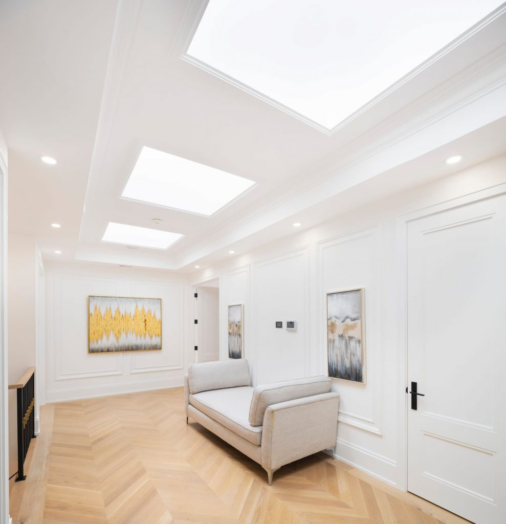 amazing-hallway-with-wainscotting-wall-decor