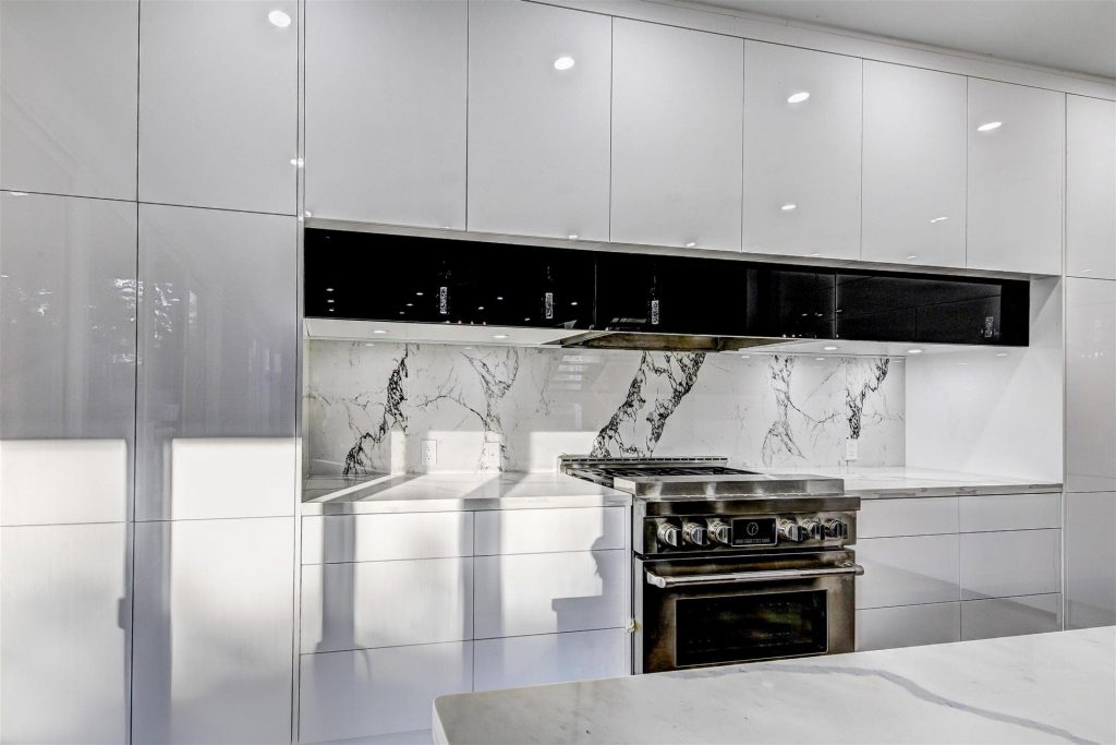 build-in-appliances-and-high-gloss-kitchen-cabinets-kitchen-renovations-oakville