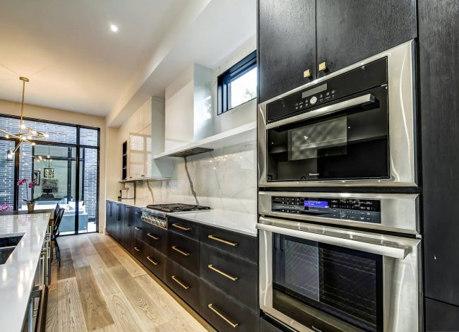 Modern Kitchen with Build in Appliances - Kitchen Renovation Toronto