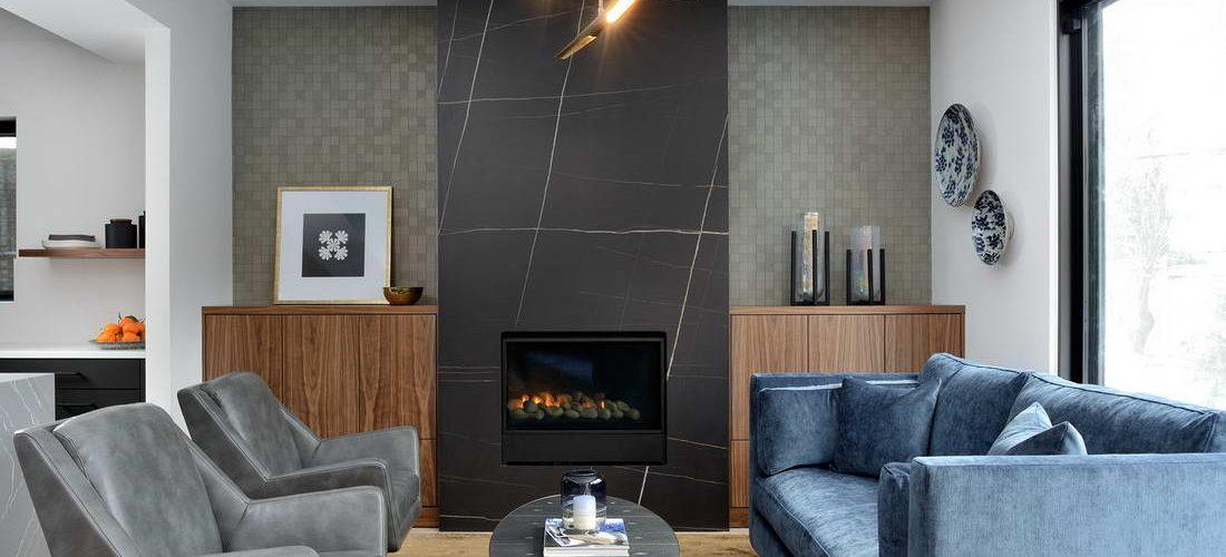 Amazing Family Room with Marble Wall Decor - Custom Built Homes Toronto