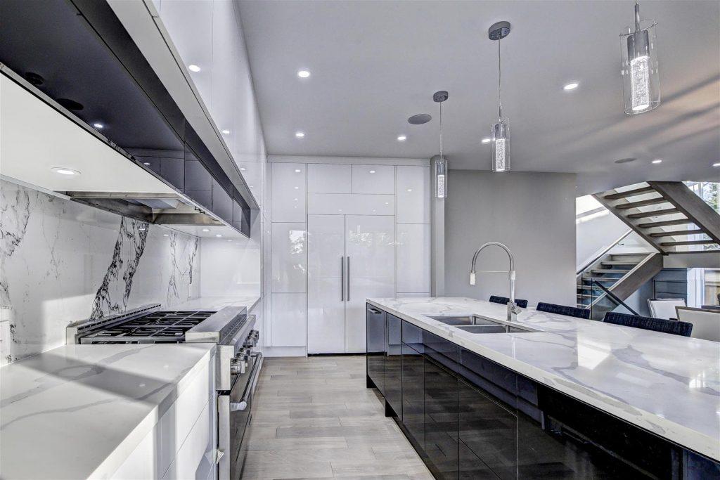 custom-kitchen-with-high-gloss-kitchen-cabinets-and-long-island-kitchen-renovation-GTA
