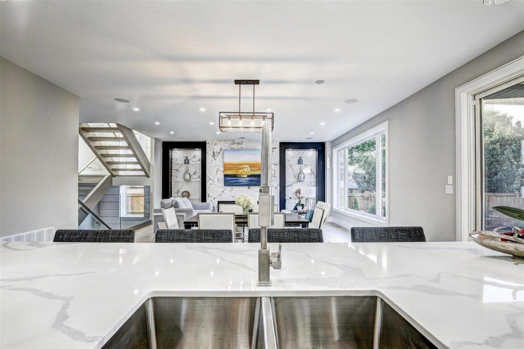 custom-marble-counter-top-on-kitchen-island-kitchen-renovations-mississauga