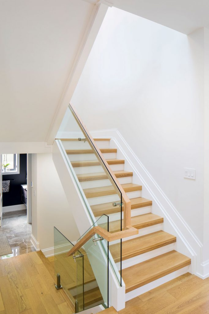 custom-staircase-with-wooden-floor-and-glass-railings-home-renovation-contractors