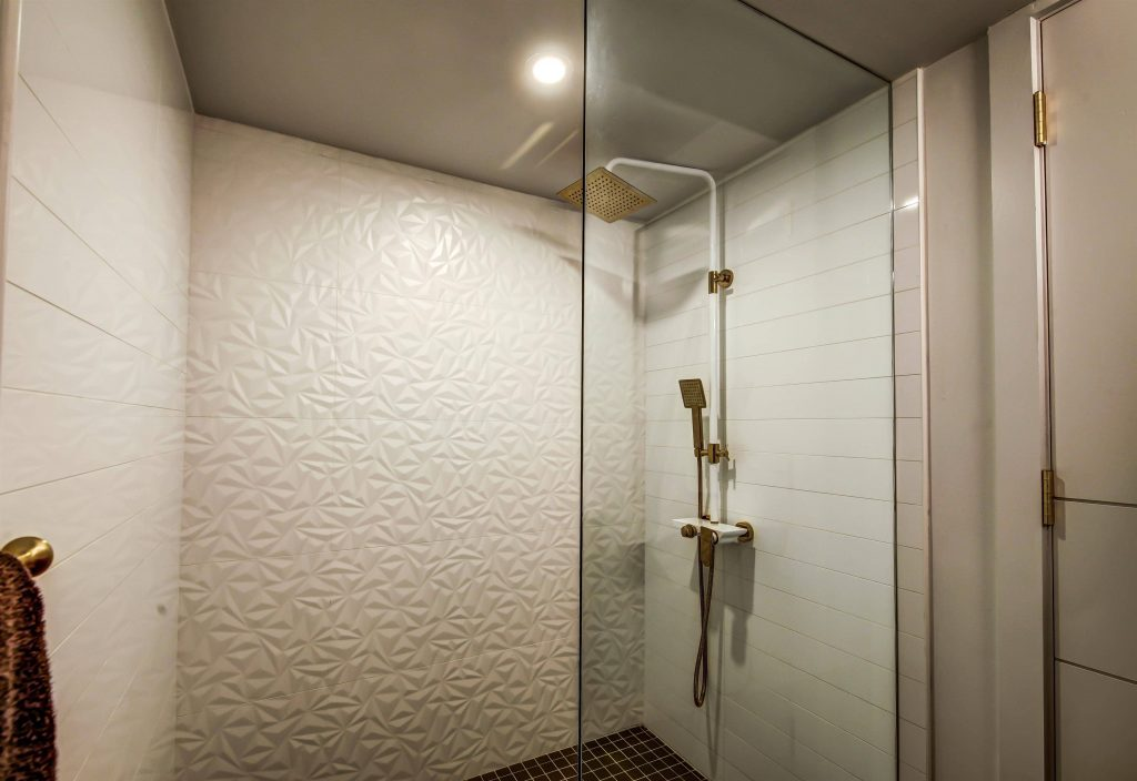 custom-walk-in-shower-bathroom-renovation-burlington