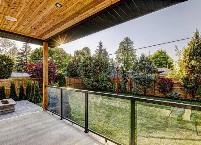 Custom Deck in Amazing Backyard - Custom Homes Toronto