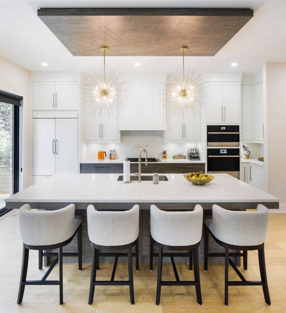 luxury-kitchen-with-crown-moudling-and-potlights-kitchen-renovations-toronto