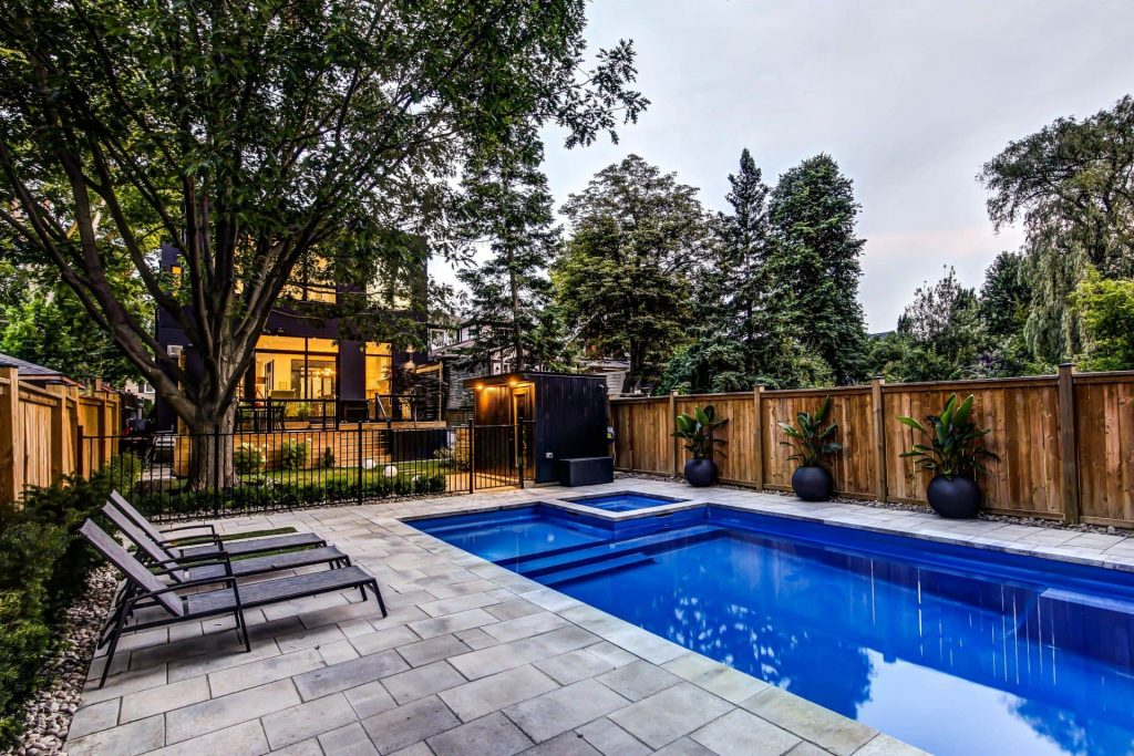 Modern Home with Custom Pool in The Backyard - Custom Homes Toronto